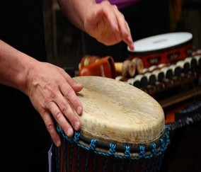 Revisemos cómo la Música Impresiona tu Productividad